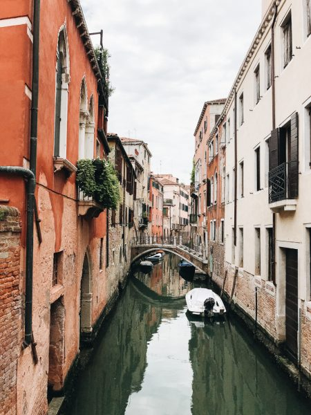 Travel Guide for Venice in Italy including what to see, where to eat, and where to stay and tips for traveling in Venezia. #travelguide #italy #wanderlust #venice #veniceitaly