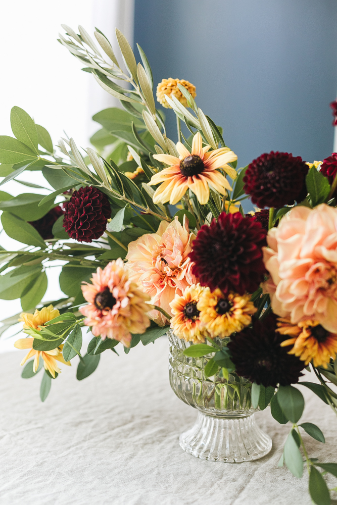 An Early Fall Centerpiece Of Peach And Burgundy Flowers Diy