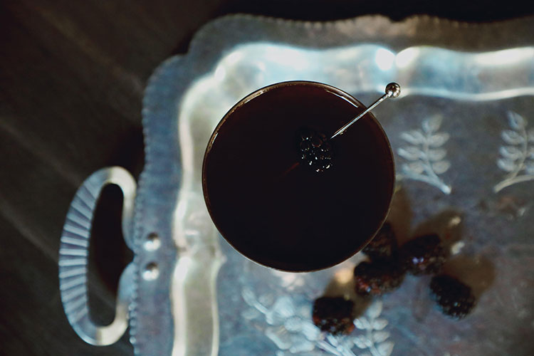 Smoke and Bramble cocktail recipe for Halloween. Dark, black cocktail with smoke. #halloween #cocktail #cocktailrecipe #halloweencocktail