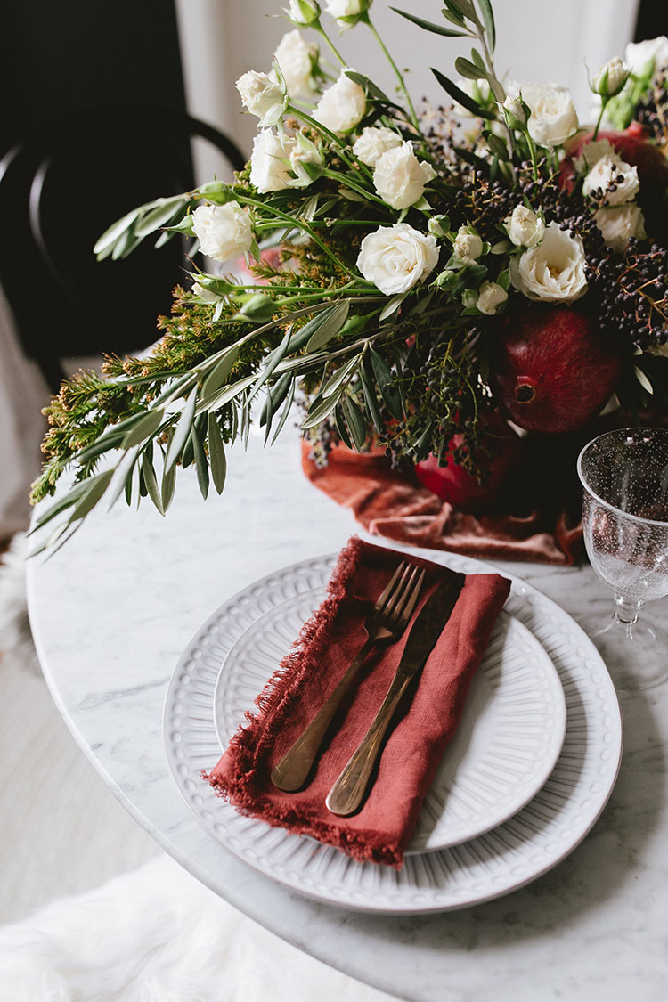How to Style a Festive and Elegant Christmas Party #christmastable #tablescape #holidaytable #christmasdecor #holidaydecor #reddiningtable #diningtable