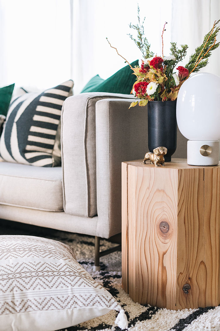 How to Create a Cozy Home with @GetSpruceUp a new personal shopping service for all things home and design. #smallspaces #holidays #holidaydecor #cozy #hygge #cozyhome #interiordesign #spruceup #ad
