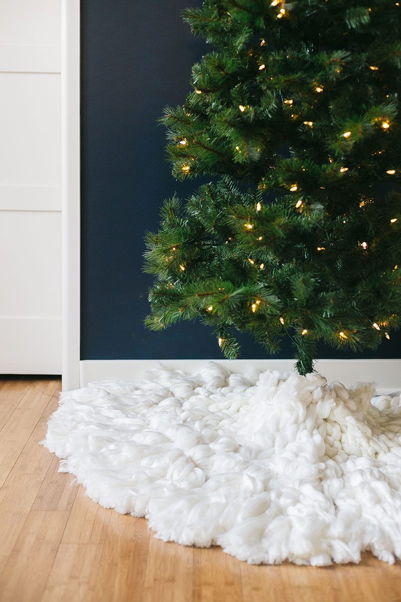 A braided tassel tree skirt crafted from chunky wool yarn for a chic holiday look. Get the full tutorial at Jojotastic.com #holiday #treeskirt #wool #festive