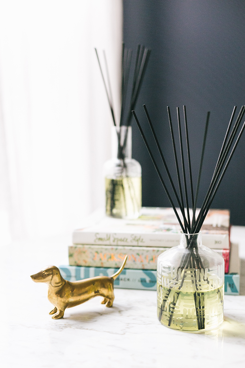Essential Oil Reed Diffuser with Etched Glass DIY. How to make a reed diffuser for less by with essential oils. Learn how to etch glass and blend your choice of essential oils. #diy #essentialoil #diffuser #reeddiffuser #etchedglass #easydiy #diytutorial