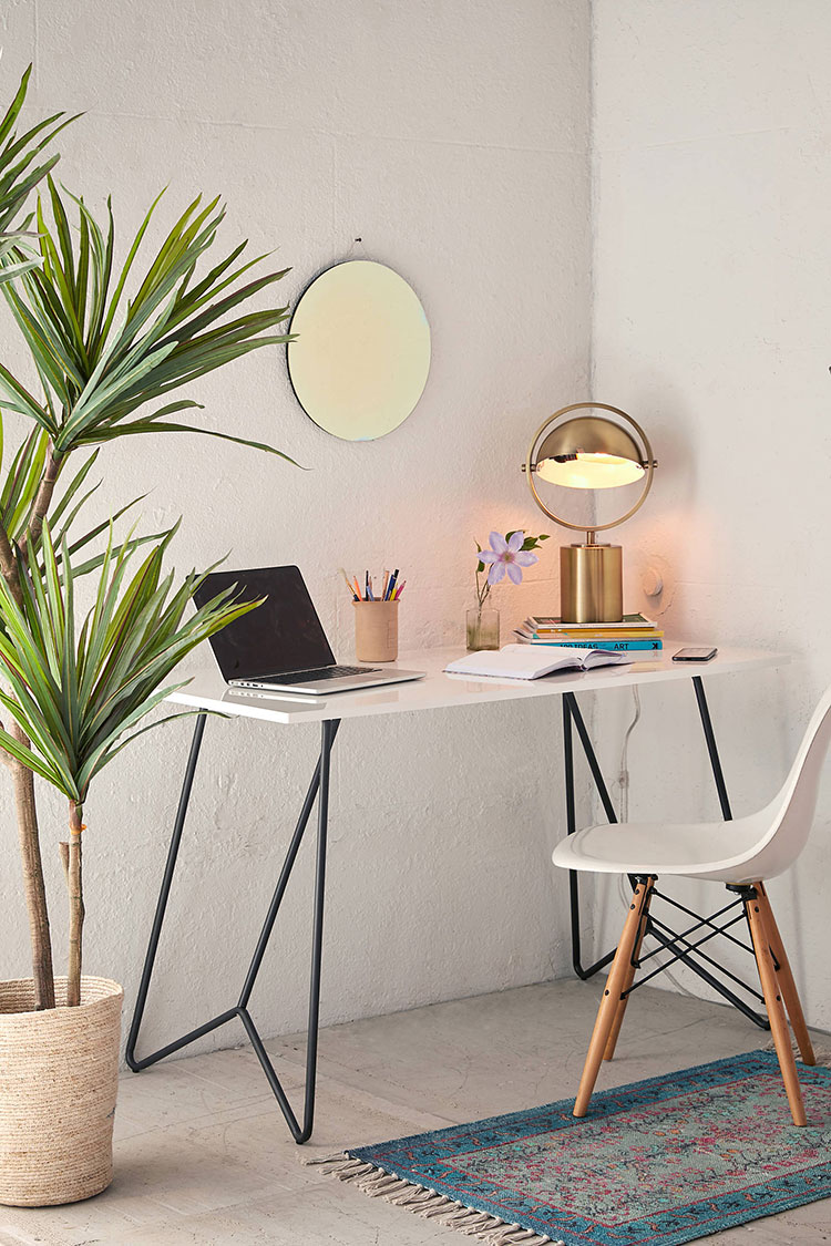 25+ Stylish Desks for Small Spaces | Home Office Inspiration ...