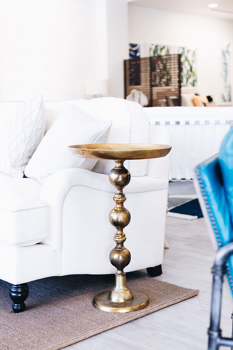 How to Make Your House a Home During Times of Change like renting, renovations, or small space living! Learn more about how @cortfurniture  helps decorate my small space and makes it more cozy with their Rental Services on jojotastic.com! #sponsored #CORTatHome #myCORTStyle #smallspaces #tinyhouse #furniture #interiordesign