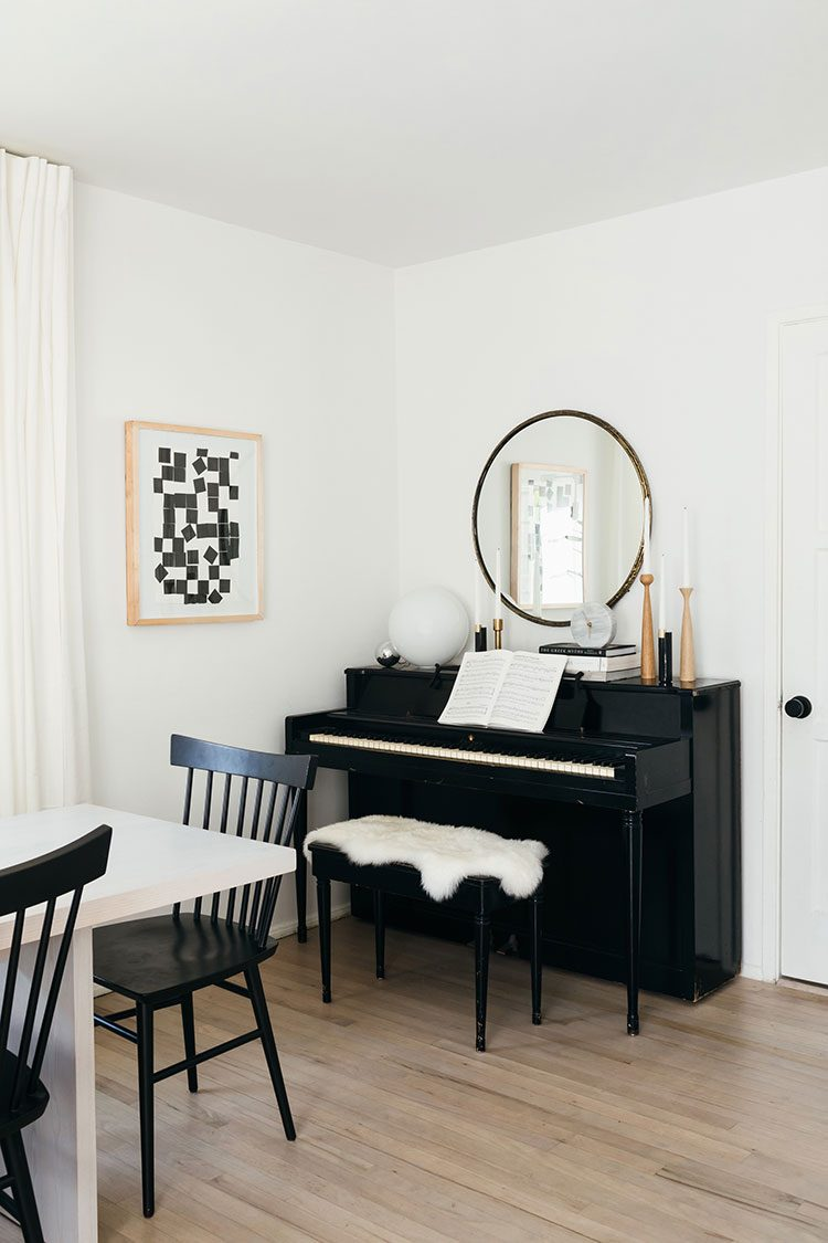 Small Space Squad Home Tour: Inside the Cozy, Minimalist Modern Home of Anne Sage @citysage #smallspaces #tinyhouse #livesmall #smallspacesquad #hometour #housetour #minimalist #moderndecor #minimalistdecor #californiastyle #californiadecor #californiamodern