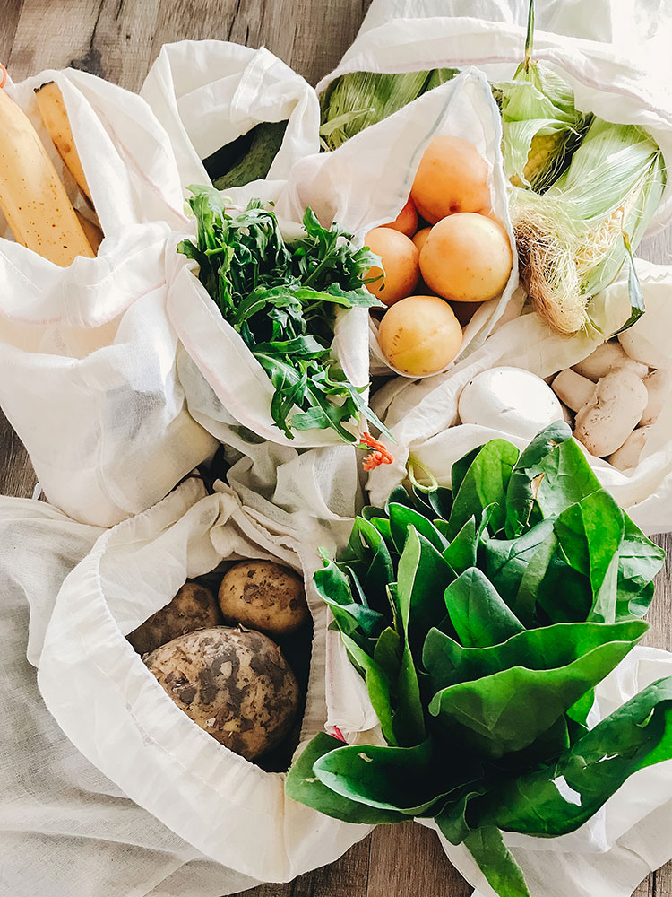 6 Zero Waste Tips to Help You Go Green at the Grocery Store! #wellness #zerowaste #ecoliving #greenliving #plasticfree #nomorestraws #reducewaste #zerowastetips
