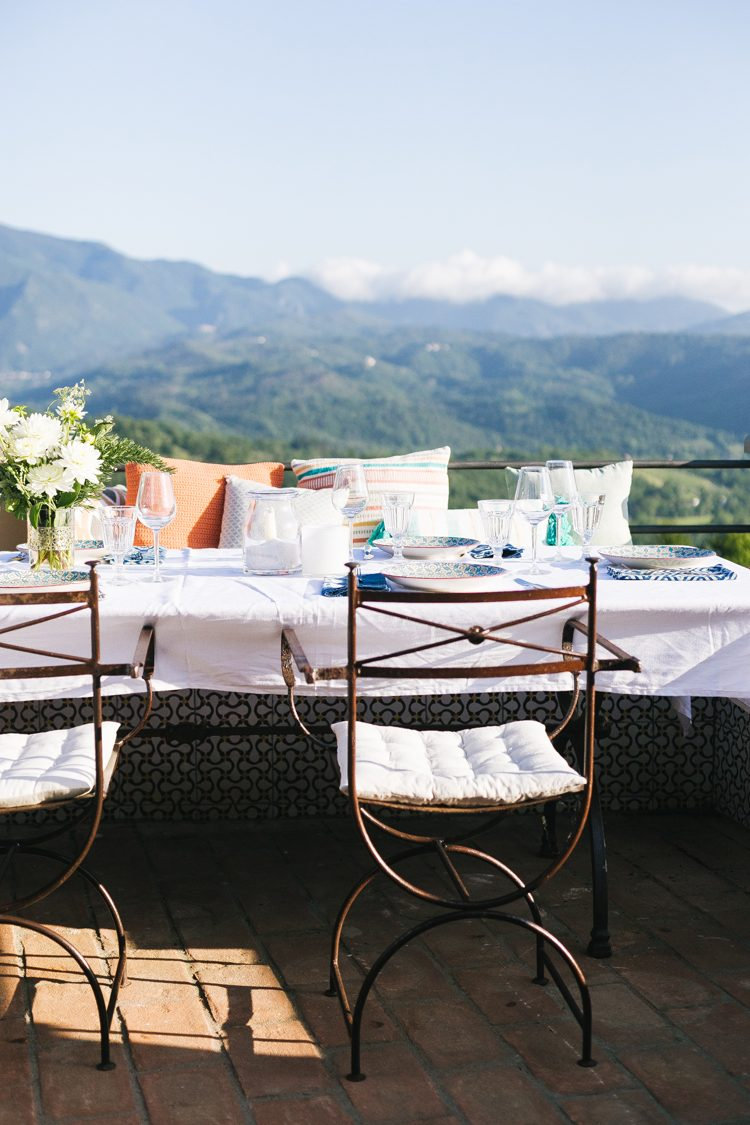 A Glimpse into Our Style Your Life Retreat & Styling Workshop in Italy for floral, food, and interior styling. #italy #workshop #retreat #foodstyling #floralstyling #floraldesign #tuscany #creativeretreat #interiorstyling