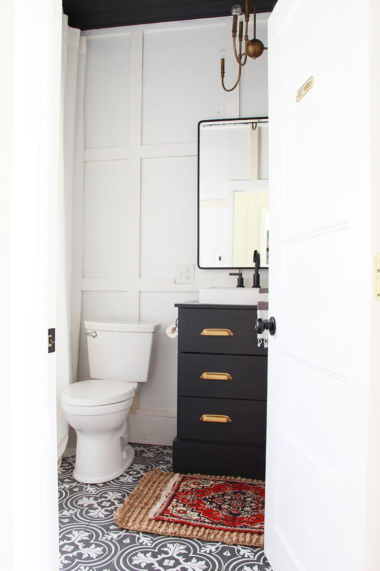 Small Space Squad Home Tour: Inside a 1920s Fixer Upper, Home to Jenn of Eleven Houses! @elevenhouses #smallspaces #tinyhouse #livesmall #smallspacesquad #hometour #housetour #minimalist #moderndecor #modernrustic #modernfarmhouse