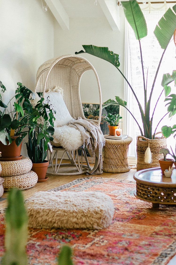 Small Space Squad Home Tour: Inside the Dreamy Bohemian Paradise of Sara Toufali, aka Black & Blooms. @saratoufali #smallspaces #tinyhouse #livesmall #smallspacesquad #hometour #housetour #minimalist #minimalism #boho #bohemian #bohostyle