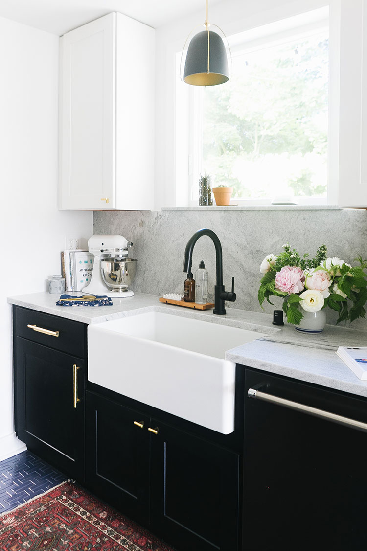 How to Choose the Right Kitchen Faucet for Your Renovation. with @deltafacuet! See more of our kitchen renovation on jojotastic.com #ad #deltafaucet #oldhouse #kitchen #kitchenrenovation #demoday #renovation #oldhome #oldhomerenovation #smallspaces #smallkitchen #kitchenrenovation #beforeafter #kitchenmakeover #kitchen #makeover #fixerupper