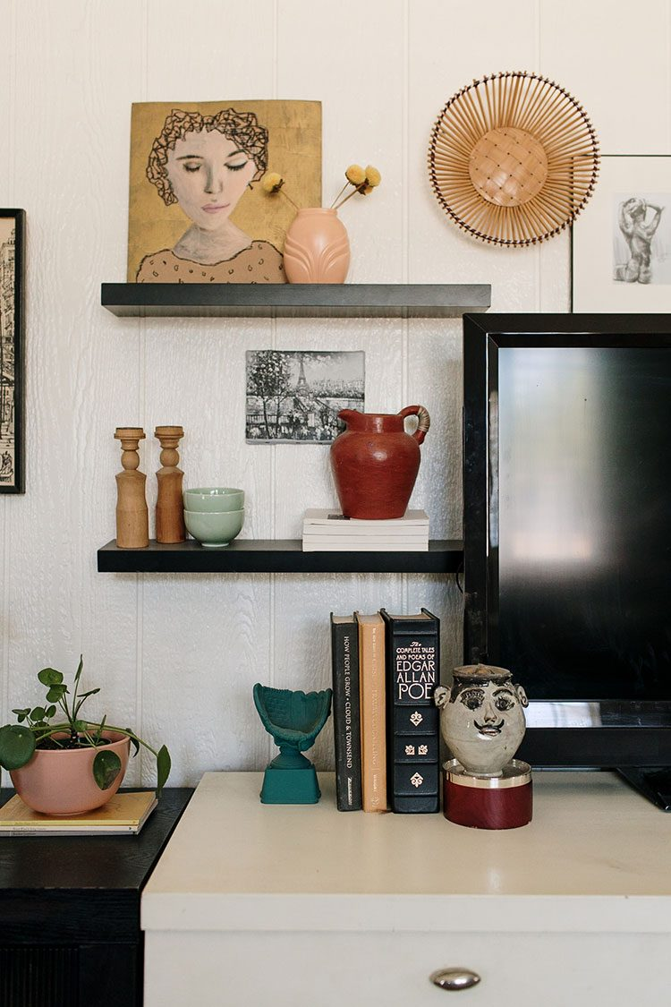 Small Space Squad Home Tour: Inside the Artfully Layered Boho Home of This Thrifted Abode @thisthriftedabode #smallspaces #tinyhouse #livesmall #smallspacesquad #hometour #housetour #minimalist #minimalism #boho #bohemian #bohostyle