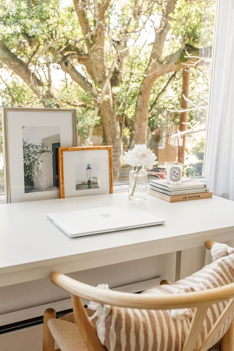 Small Space Squad Home Tour: Inside the California Cool Home of Harlowe James @harlowejames #smallspaces #tinyhouse #livesmall #smallspacesquad #hometour #housetour #minimalist #minimalism #boho #bohemian #bohostyle #californiacool #neutralhome #neutralinteriors