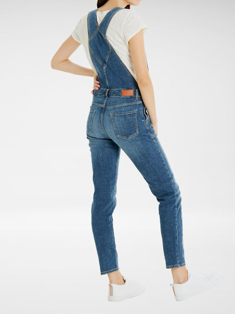 Looking for Ethically Made Denim? This List Has You Covered! including MUD jeans, Citzens of Humanity, Outland Denim, Reformation, H&M, and ASOS. #sustainability #sustainablestyle #ethicalfashion #ethicalbrands #ecoliving #sustainablelifestyle #ecofashion #ecostyle #ethicaljeans #denim #jeans #ethicaldenim