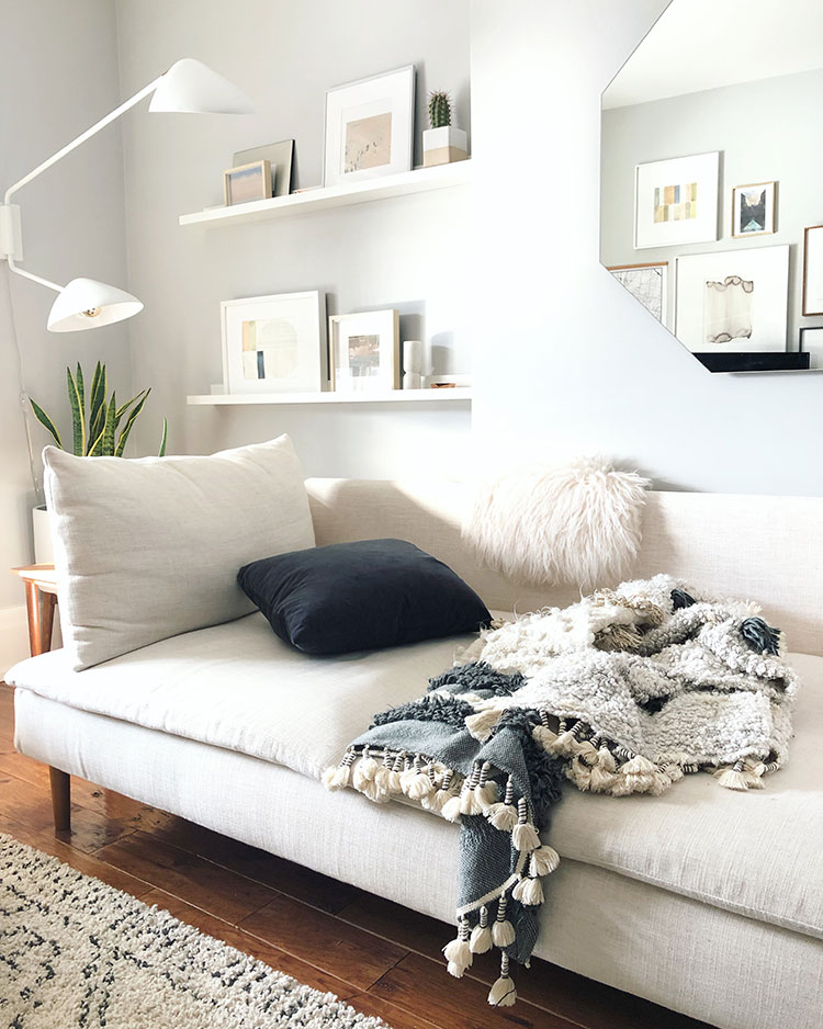 Small Space Squad Home Tour: Inside the bright and airy Toronto home to Jo Charron of Neat N Tiny! @neatntinybog #smallspaces #tinyhouse #livesmall #smallspacesquad #hometour #housetour #minimalist #moderndecor #modernrustic #modernfarmhouse