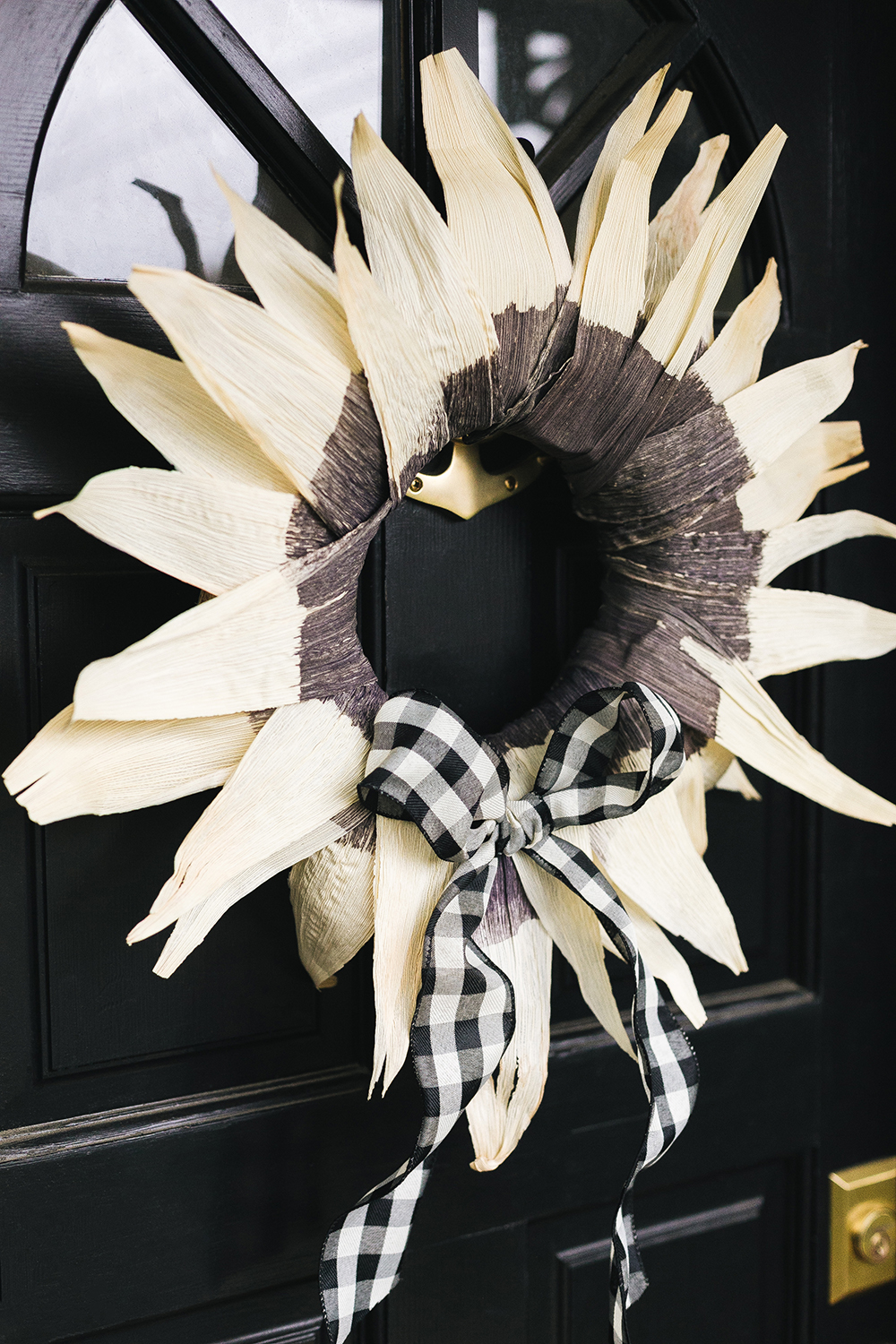 How to Make a Dip Dyed Corn Husk Wreath, DIY Tutorial. Use a classic dyeing technique to dress up this fall-inspired corn husk wreath. Learn how to dip dye and make a wreath with corn husks for fall, Halloween, and Thanksgiving! Get the full tutorial at Jojotastic.com #fall #wreath #diy #halloween #thanksgiving #cornhuskwreath #wreathDIY #dipdye #riydye #blackdye #halloweenwreath #fallwreath