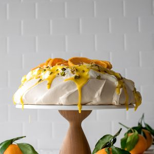 Winter Pavlova recipe with Tangerine Curd and Salted Pistachios #pavlova #citrus #wintercitrus #tangerine #curd #fruitcurd #pistachios #dessert #meringue #winterdessert