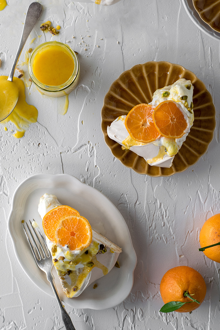 Winter Pavlova with Tangerine Curd and Salted Pistachios #pavlova #citrus #wintercitrus #tangerine #curd #fruitcurd #pistachios #dessert #meringue #winterdessert