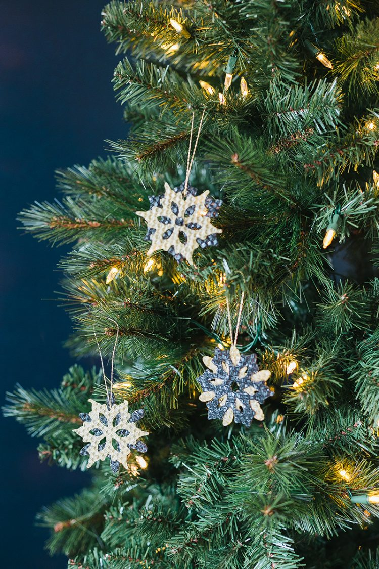 12 Handmade Holiday Decor Ideas! DIY tutorials including swag, pom pom garland, himmeli ornament, tree topper, stockings, and more! #holidaydecor #handmadechristmas #DIYchristmas #DIY #crafts #holiday #christmas #thanksgiving #christmascraft #handmadedecor #christmasdecor