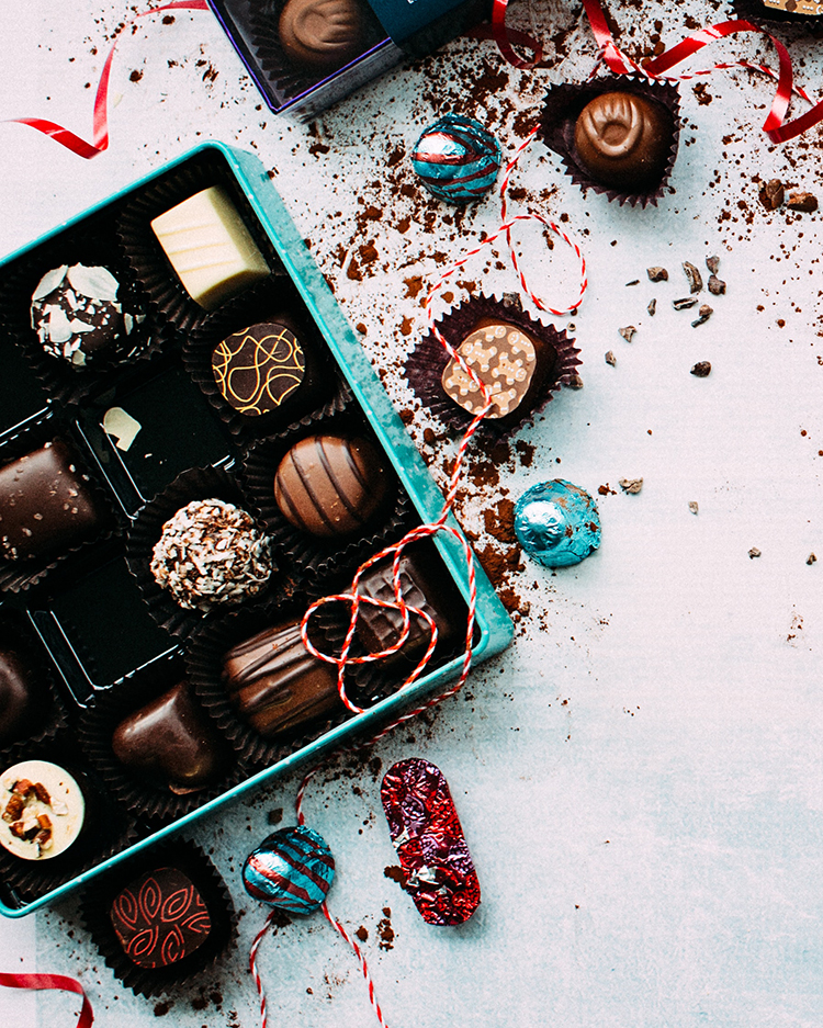 Thoughtful Gift Ideas for Literally Everyone: Boss, Co-worker, Teacher, In-laws & more! Gift Guide for Christmas & Holidays 2019 via jojotastic.com #giftguide #giftidea #giftgiving #gifts #presents #christmaspresents #christmasgiftideas #christmasgift #hostessgifts
