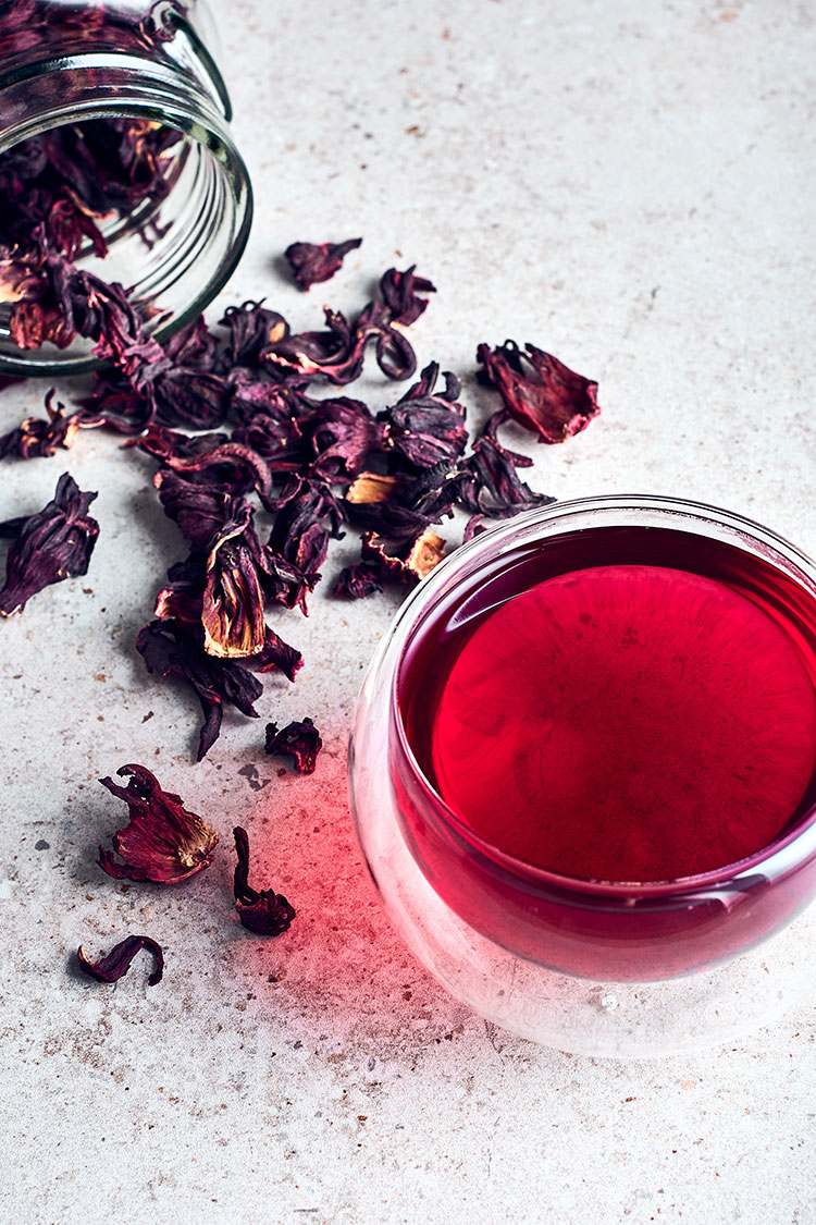 Weekend Wellness: The Many Surprising Benefits of Hibiscus! Learn all about the health benefits of hibiscus tea and hibiscus in natural skincare products and hibiscus for the bath. #hibiscus #hibiscustea #hibiscusbath #wellness #selfcare #benefitsofhibiscus