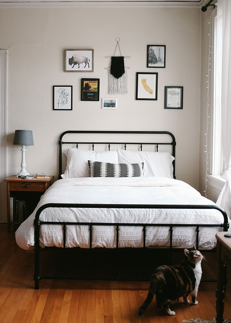 Small Space Squad Home Tour: Inside the charming Americana studio apartment of Stacy Rutherford aka Wild and Pine! @wildandpine #smallspaces #tinyhouse #livesmall #smallspacesquad #hometour #housetour #minimalist #moderndecor #modernrustic #modernfarmhouse #studioapartment #studio #americana
