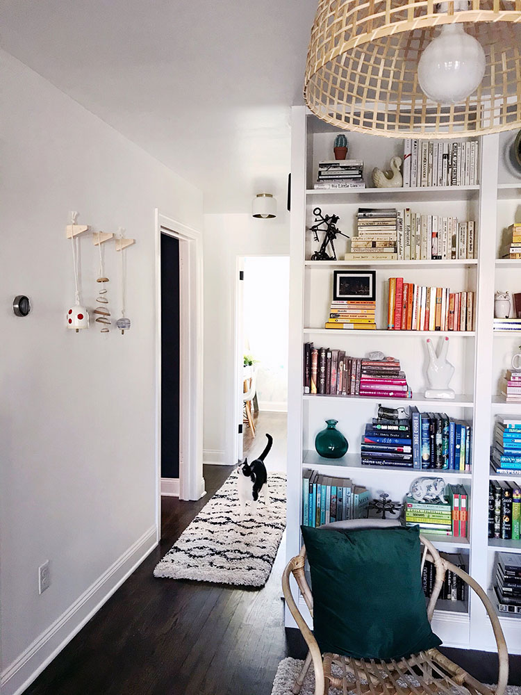 Small Space Squad Home Tour: Inside the Modern Eclectic Home of Sarah Wissinger aka The Surnznick Common room @sawissinger #smallspaces #tinyhouse #livesmall #smallspacesquad #hometour #housetour #minimalist #moderndecor #pittsburghhouse #pittsburgh #moderneclectic