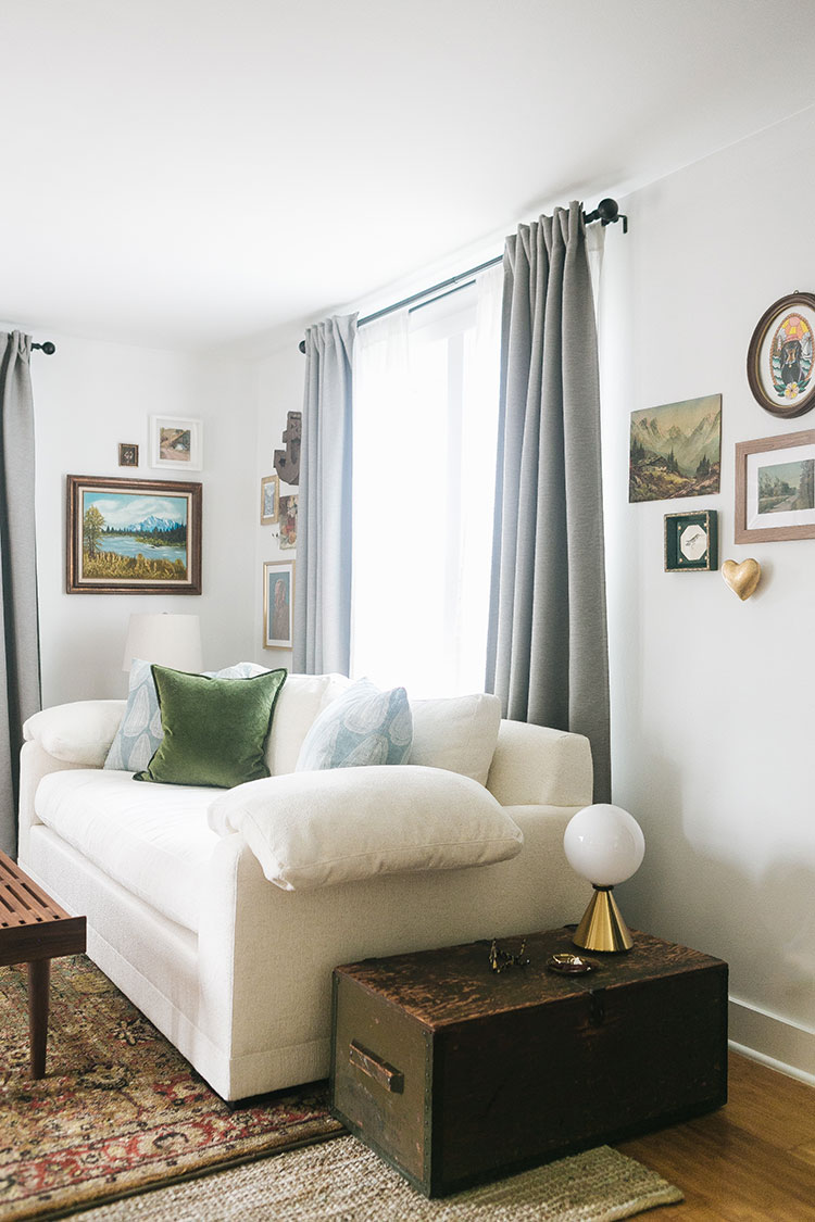 Display Art in a Small Space with These 4 Easy Tips! How to make a small gallery wall, what to do with statement art, and how to display art in the kitchen. Gallery wall ideas fo small spaces, how to shop for affordable artwork #oilpainting #gallerywall #artwork #vintageart #vintageartwork #smallspaces #tinyhouse #livingroom #howtohangart #howtobuyart