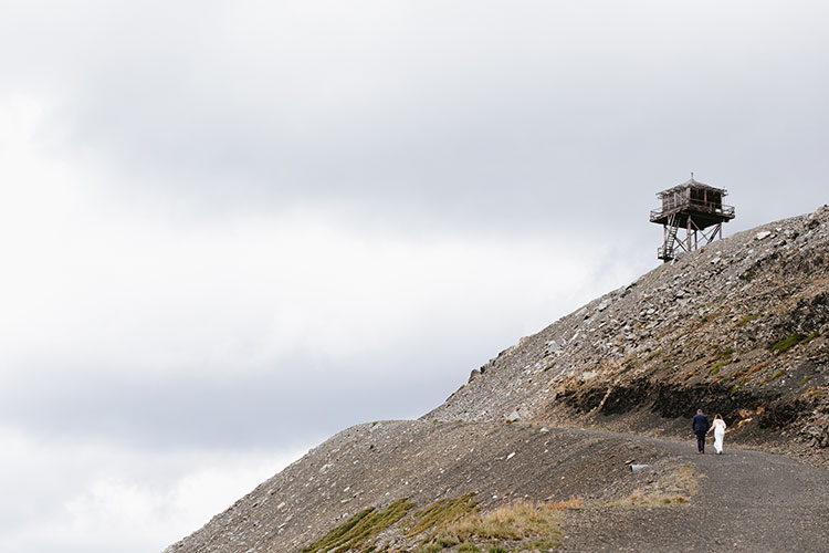Our Mountaintop Wedding: Photos, Video, Full Vendor List, and MORE! Intimate wedding on top of Slate Peak in Washington State, PNW wedding inspiration. DIY wedding ideas in the mountains #wedding #PNWwedding #mountainwedding #smallwedding #DIYwedding