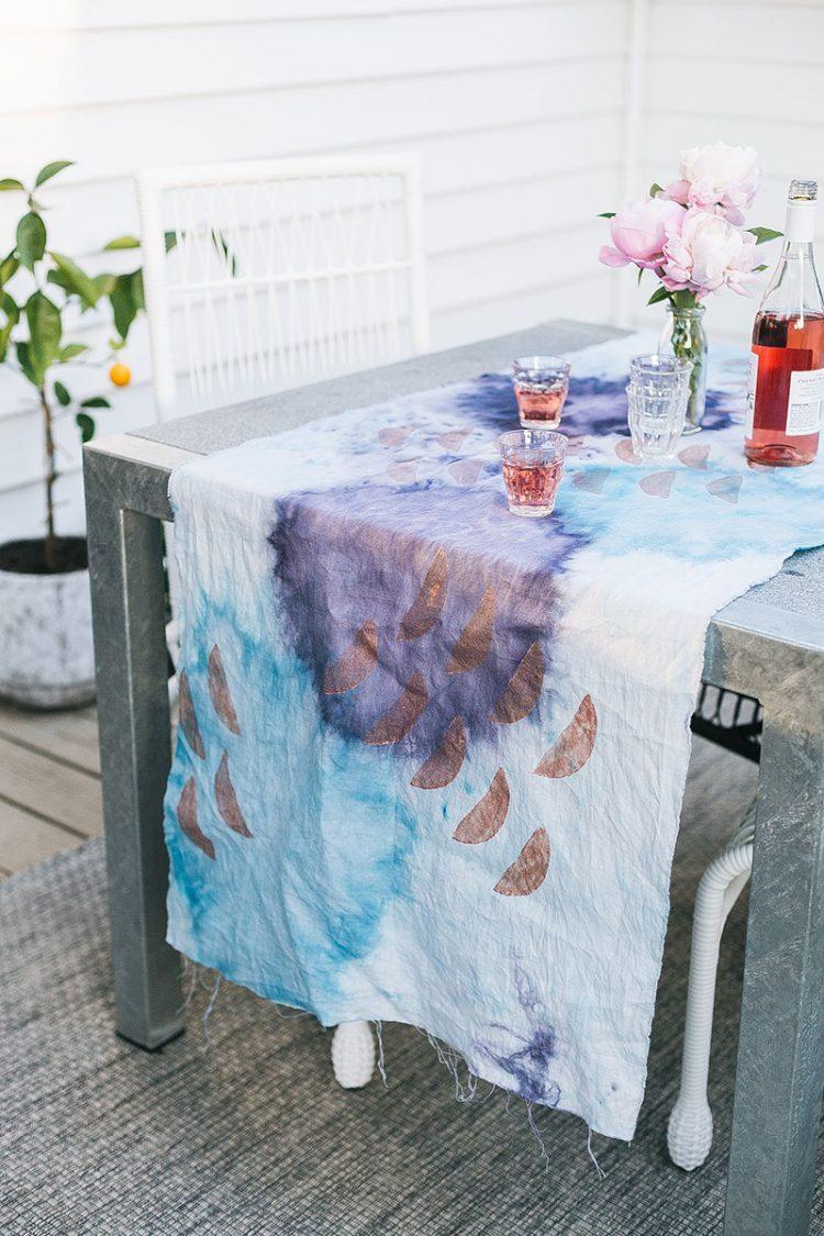 Try These Fabric Dye Projects For a Twist on Tie Dye including how to ice dye, shibori dye, dip dye, and overdye. Ideas to dye fabric. Dye projects that are not tie dye #icedye #DIY #shibori #overdye #tiedye #dipdye