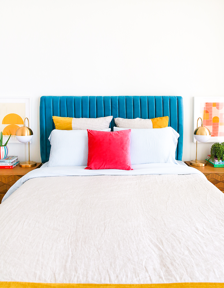 Small Space Squad Home Tour: Inside the Bold and Colorful Home of Rachel Mae Smith, aka The Crafted Life, in NYC, small studio apartment with big style #smallspaces #tinyhouse #livesmall #smallspacesquad #hometour #housetour #minimalist #minimalism #colorfulhome