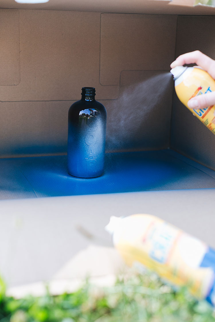 Two ways to use Plasti Dip: learn how to use Original Plasti Dip @plastidipintl to make these DIY shower bottles with blue and white marbling! And try Plasti Dip Craft for an ombre effect for a soap bottle. This easy DIY is great for upcycling old pump bottles and customizing non-skid bottles for the bathroom. Learn how on jojotastic.com #AD #dipheadsunite #plastidip #DIY #custom #diycraft #handyproject