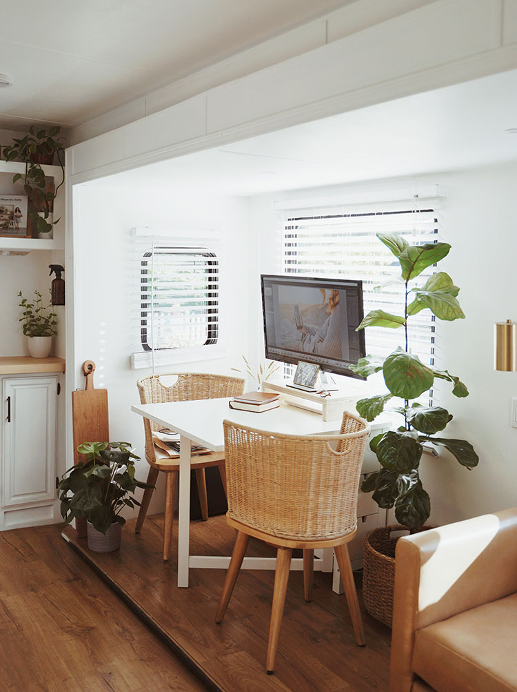 Small Space Squad Home Tour: Inside the bright and airy RV home of Lexa Amstuz, small house with big style, 5th wheel makeover, fifth wheel #smallspaces #tinyhouse #livesmall #smallspacesquad #hometour #housetour #minimalist #minimalism #neutralhome #californiacasual