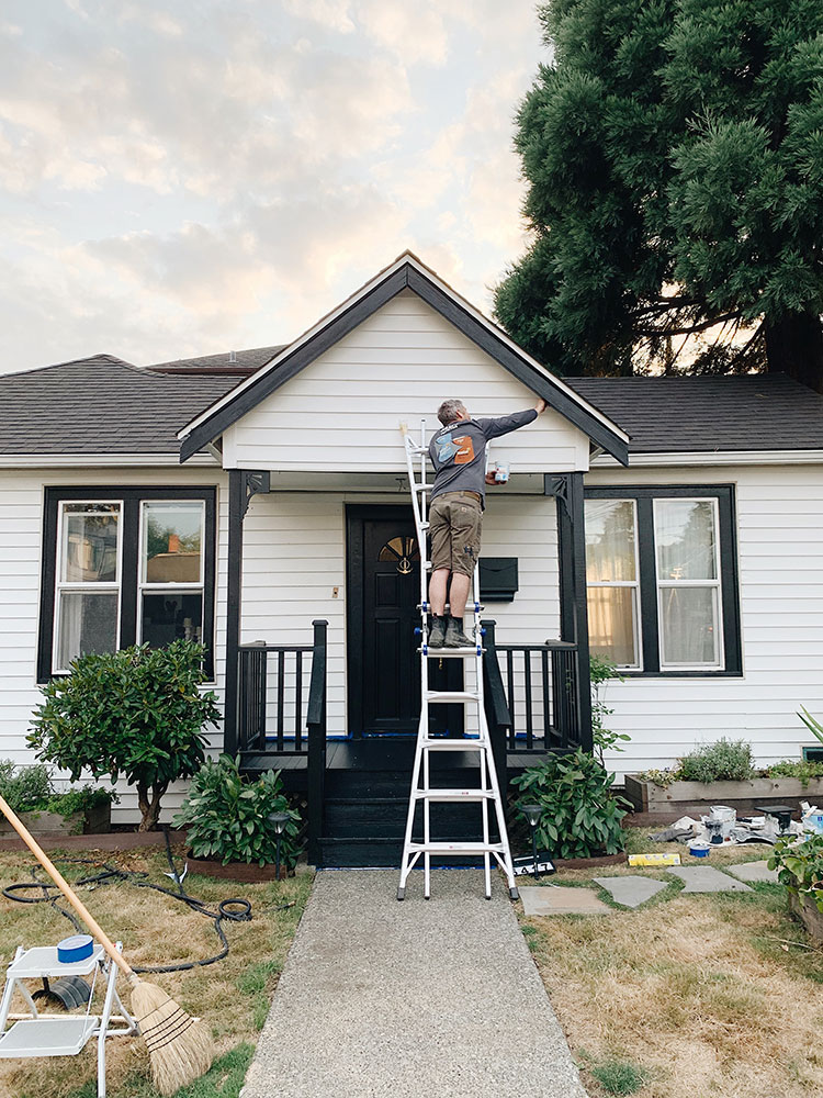 Tips and tricks for painting a house + the reveal of our newly painted bungalow! Sherwin-Williams Tricorn Black and Pure White exterior paint review and how to paint a house