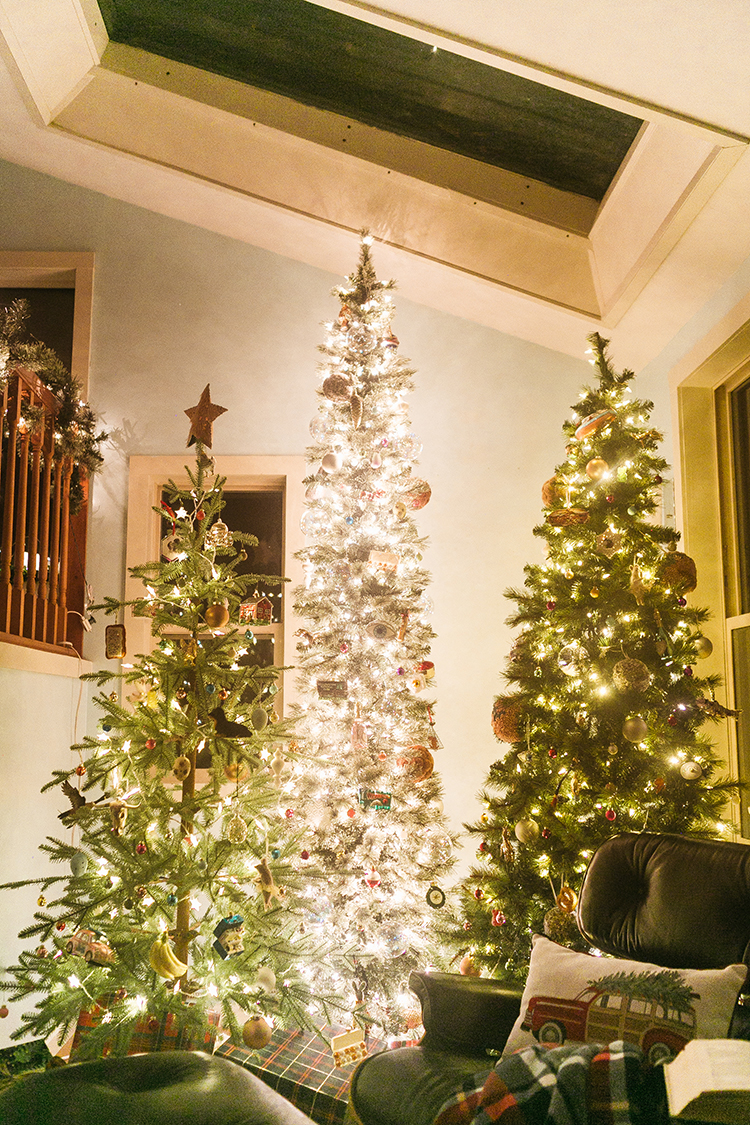 Tour my cabin chic winter wonderland including 3 christmas trees and my indoor christmas tree forest! Plus sources for pre-lit trees and garlands. Cozy hygge cabin vibes for the holidays