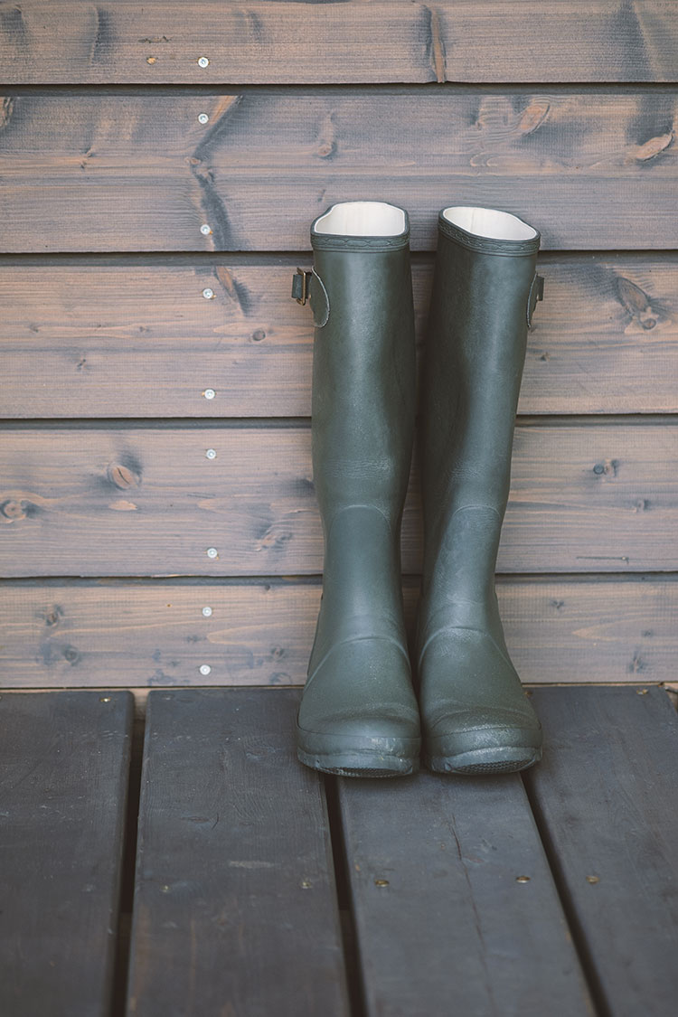 12 Entryway Essentials for Winter Cabin Living including the best outdoor doormat, the best indoor mat, boot scraper, storage baskets, winter boot storage ideas and more!