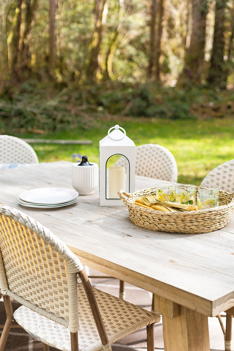 Dine Outside All Summer Long with These Cute Melamine Plates, Cups & Serveware — perfect for summer entertaining, dinner parties, eating outside al fresco and more