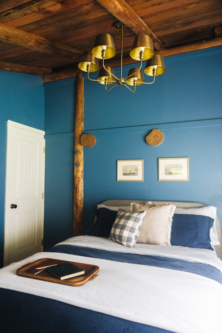 Trying to pick the perfect bedroom paint color? These tips from an interior stylist will help you select wall color with confidence every time! Bedroom paint, main bedroom paint color, best paint for bedroom, interior design tips and tricks from jojotastic.com