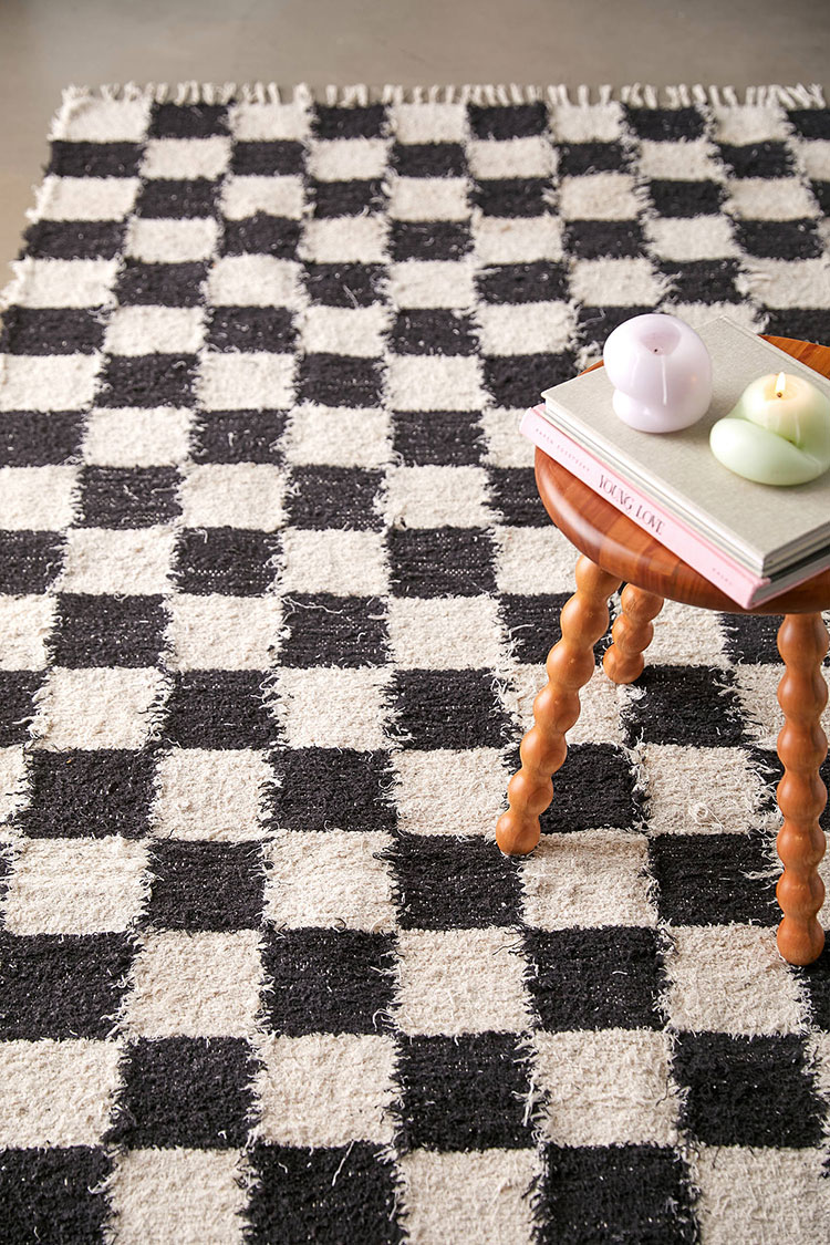 18 Chic Checkerboard Pattern Home Decor Finds, fall 2021 home decor trend. Checkered and checked rugs, lamps, towels, pillows and more