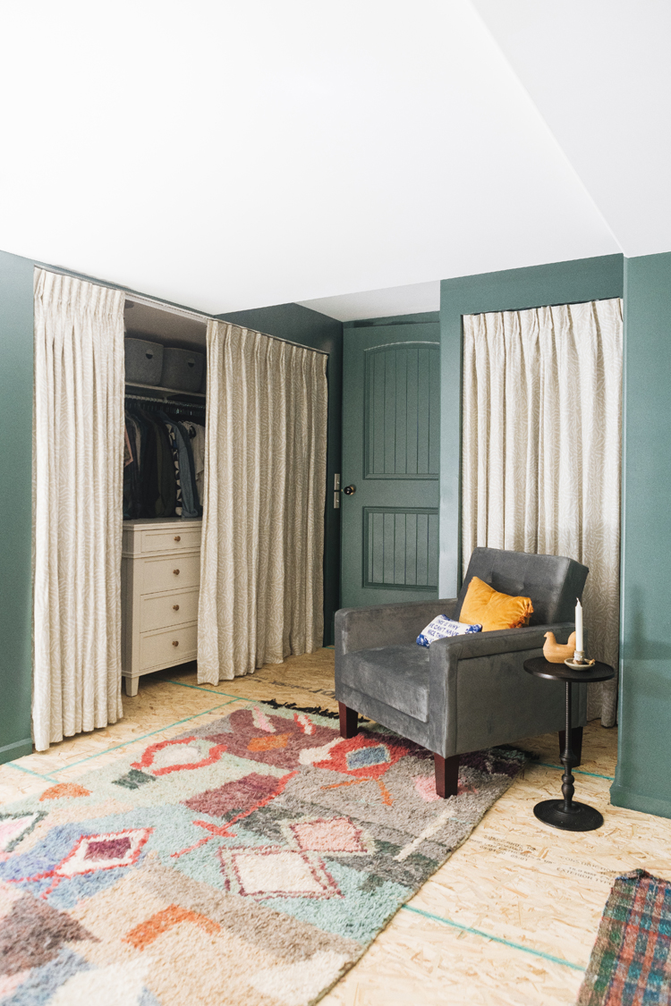 The Best Source for Custom Window Treatments: My Wovn Home Review. Linen relaxed roman shades and printed linen curtains #gifted @wovnhome