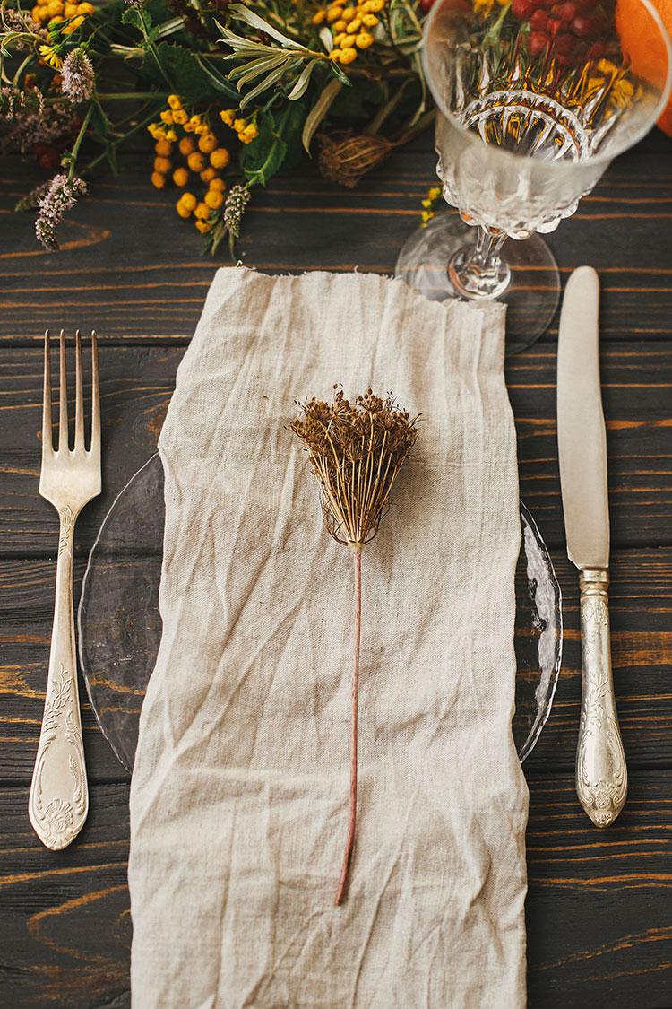 My Best Tips for Planning a Thanksgiving Meal (a Day by Day Planner), how to make Thanksgiving dinner, how to prepare for hosting thanksgiving, side dish recipe ideas, Thanksgiving tablescape inspiration